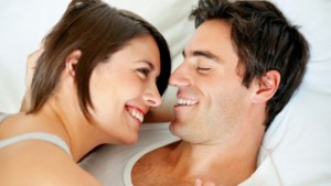 smiling_couple_in_bed_640-300x169